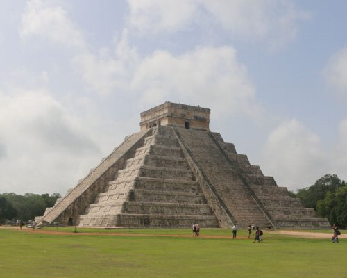 Exploring Family Chichen Itza