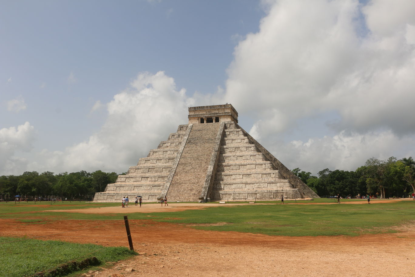 Explore Chichen Itza and enjoy Yucatecan Gastronomy