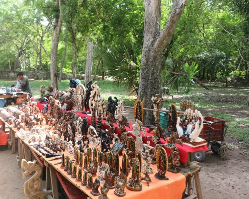 Handicrafts are the perfect souvenir Maya