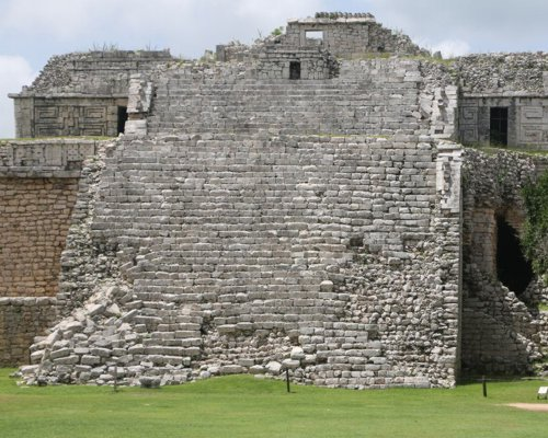 Do not forget to book an economic tour to Chichen Itza